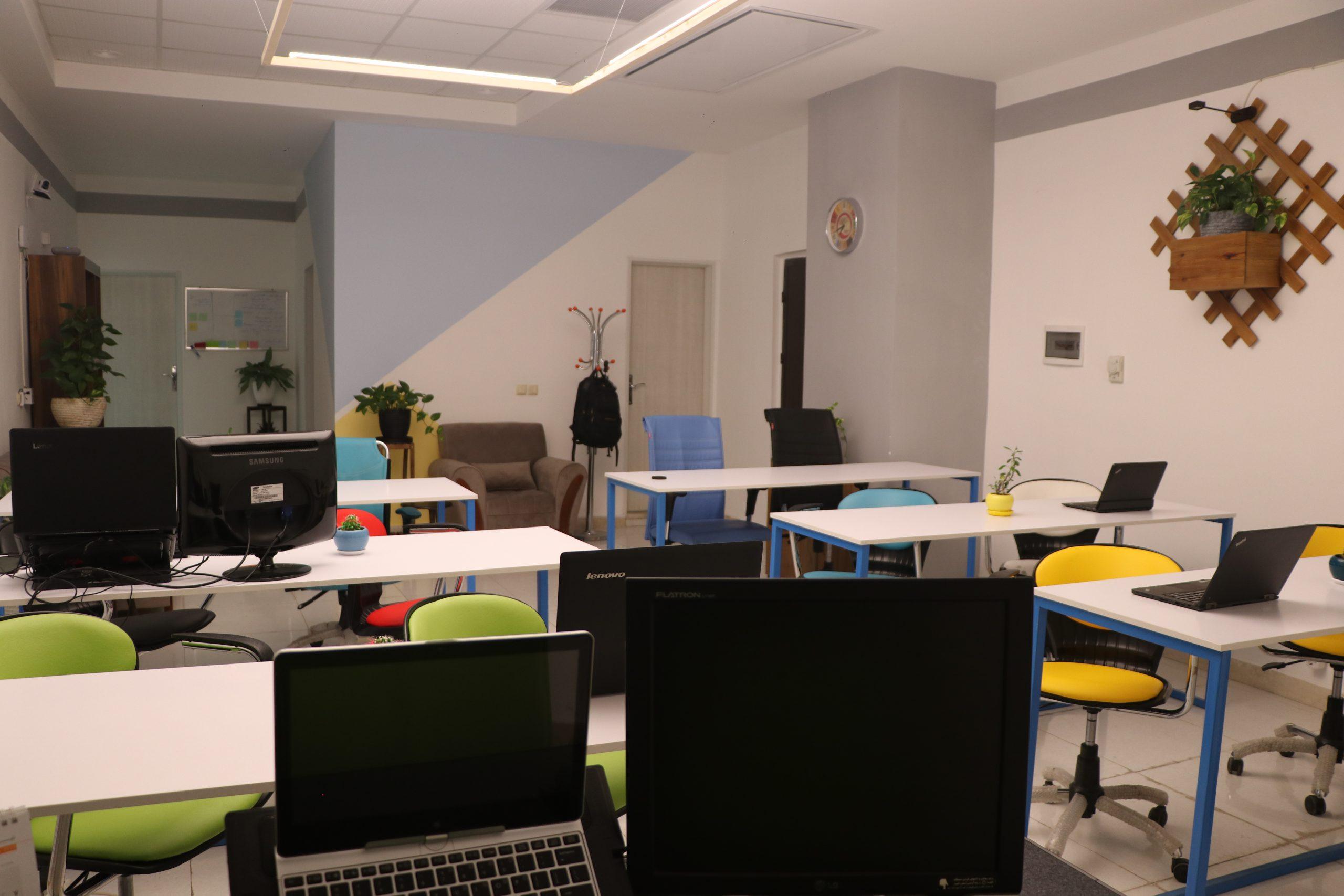 دفتر شرکت طراحی و راه اندازی وب سایت و فروشگاه اینترنتی